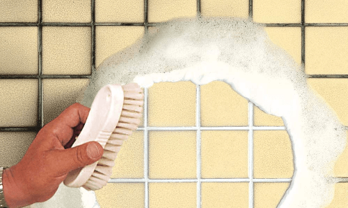 Limpiar-azulejos-y-juntas-antes-de-pintar